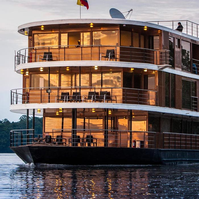 Anakonda Amazon rainforest cruises
