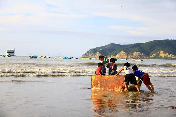 Highlights of Puerto Lopez Beach