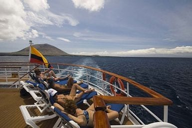 Guide to avoid seasickness in Galapagos