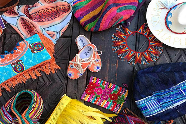 Buying handcrafts in Quito